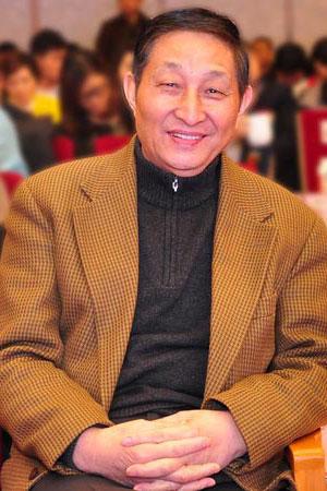 曹静楼 原故宫博物院文保科技部主任、全联艺术红木家具专委会专家顾问