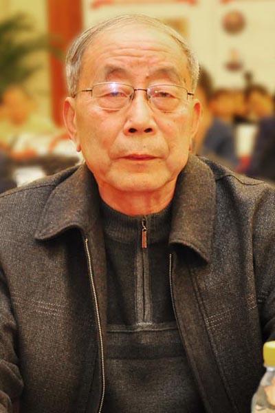 曹新民 中国红木家具技术专家、《红木家具通用技术条件》标准主要起草人、全联艺术红木家具专委会专家顾问