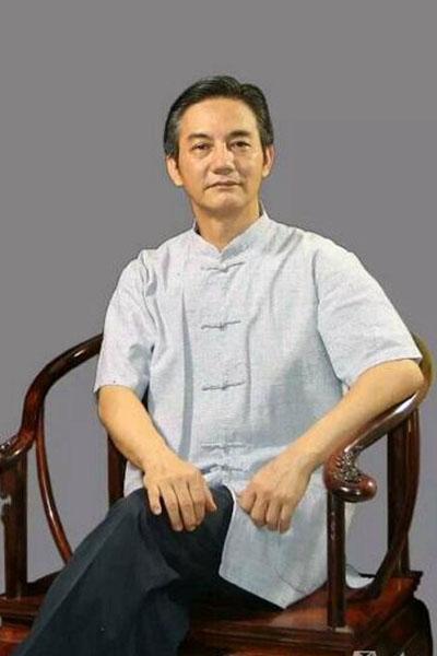 张志扬(恭王府古典家具研究员、海南黄花梨文化研究会会长)