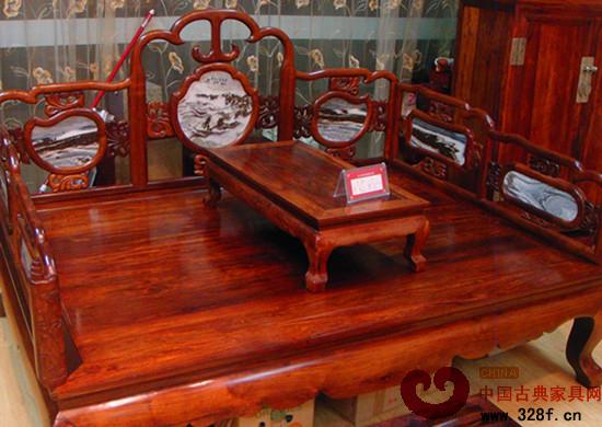东阳木雕城致力于打造中国最大的木雕红木家具集散地