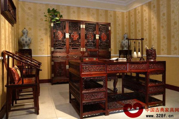 对一般的爱好者而言,晚清至民国时期的老红木书房家具,不仅存世最大