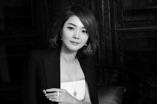 """戴为红木翁肖尤:中国红木行业里倔强的""""铿锵玫瑰"""""""