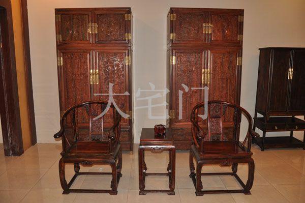 她以享有驰名美誉的中国古典家具生产基地――广东省