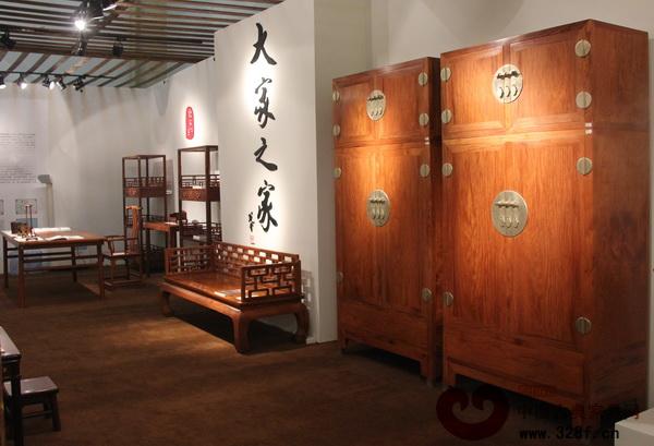 大家之家当代古典黄花梨家具2014年北京保利秋季拍卖会预展现场
