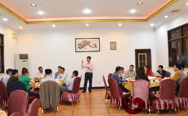 中山市红木古典家具学会执行理事长林伟华对2015年工作进行了详细的计划和安排