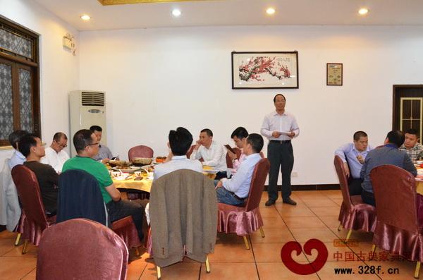 中山市红木古典家具学会名誉理事长蔡泽强对学会工作进行了点评和要求