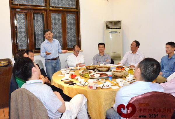 中山市红木古典家具学会副理事长、家具行业资深媒体人王周对学会工作方向提出具体建议和意见