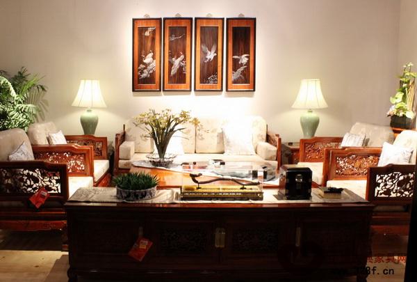 东莞戴为红木展厅内的新中式红木家具