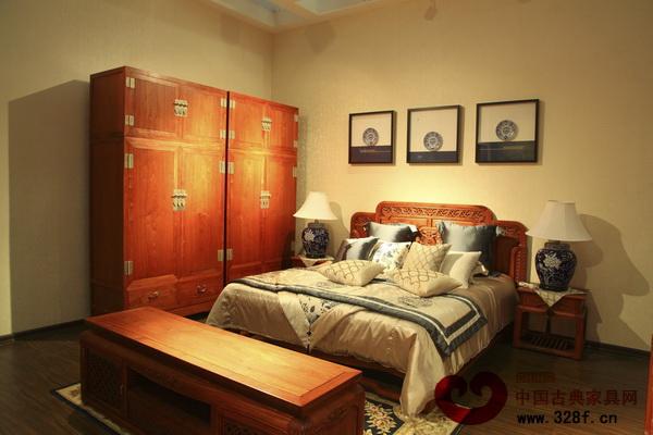 佛山紫光阁红木在东莞名家具展上展出的新中式红木家具