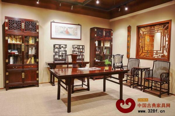 黑褐色在中式家居中自成一派