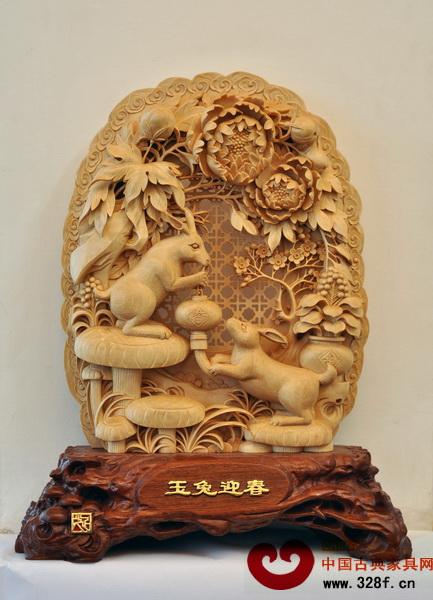 亚太地区手工艺大师、中国工艺美术大师、东阳木雕传承人陆光正代表作《玉兔迎春》