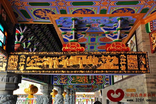 精美的潮州木雕为美丽的岭南建筑增色不少(图为广州番禺南粤苑)