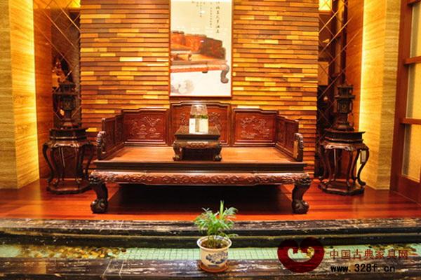 伍氏大观园大红酸枝顶级收藏馆内的精品大红酸枝家具