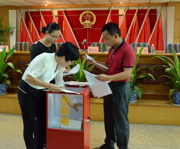 青企会第一次会员大会举行了投票议程,选出会长、常务副会长、执行会长、秘书长等