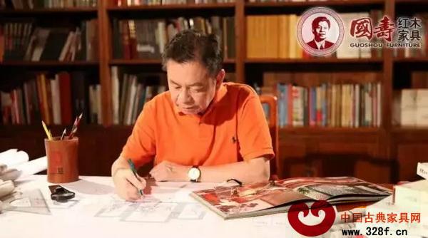 """国寿红木董事长陈国寿作为""""家·国寿""""理念的奠基人,一直在倡导""""以家为本""""的优良传统"""