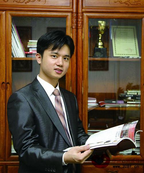 全联艺术红木家具专委会执行会长兼秘书长、弘木传媒CEO林伟华