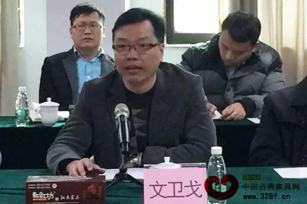 大涌镇镇长文卫戈在座谈会上就相关议题做补充说明