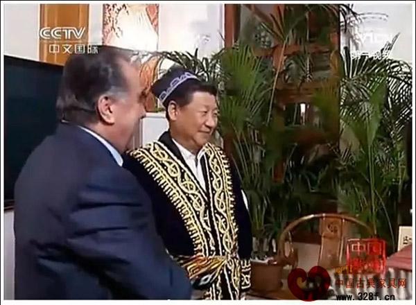 国家主席习近平赠送外国友人也有红木家具的身影