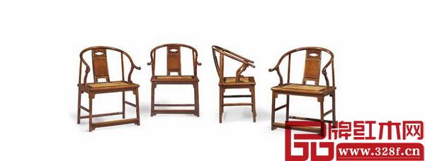 """2015年3月,纽约佳士得""""明十七世纪黄花梨圈椅一套四张"""",以968.5万美元成交价,创下黄花梨家具拍卖的世界纪录"""