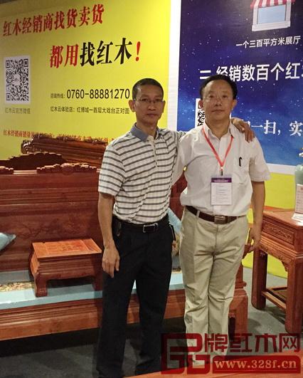 华南农业大学博士生导师李凯夫(右)与林木轩董事长朱南雄(左)合影