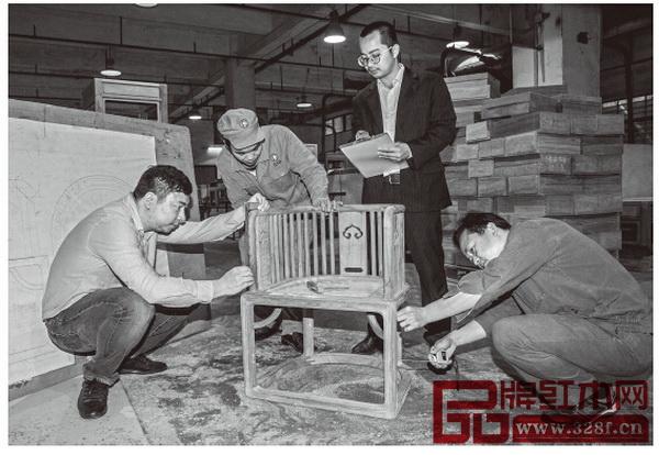 生产国寿椅不是最大的成本,研发才是。任何东西不是一蹴而就的,国寿椅也一样,要打样、要反复修改,最终才能定型