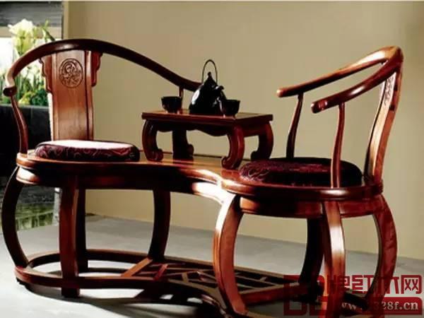 红木家具不宜放在室外暴晒