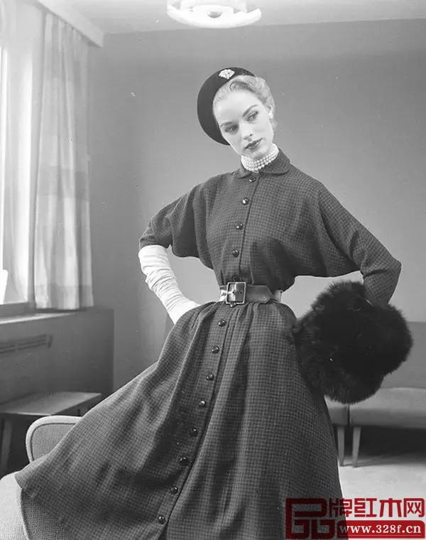 中世纪国外的束腰美女