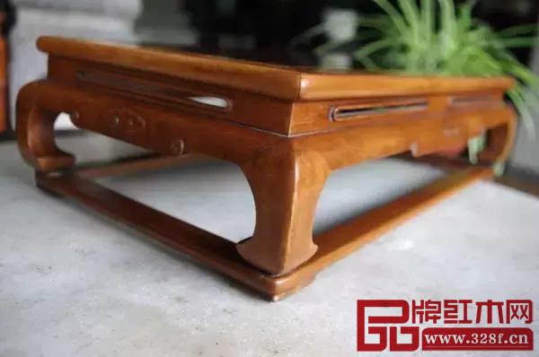 有束腰家具的造型变化更为巧妙