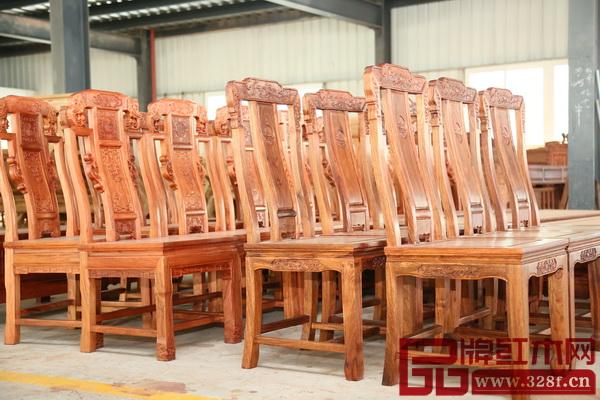 匠王红木成品区的红木家具