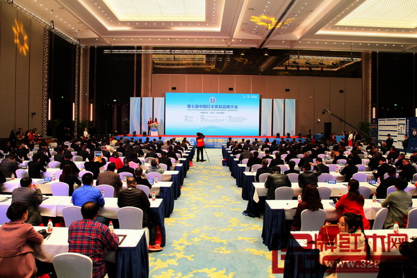 全国工商联相关领导、红木家具产区领导、权威专家与业界精英数百人共聚一堂,共享红木品牌盛会