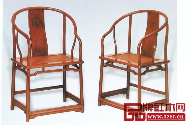 图4 黄花梨开光海棠圈椅 清早期 长65厘米 宽47厘米 高98厘米 (美国罗伯特.毕格史夫妇旧藏,佳士得纽约拍卖,1997年9月)