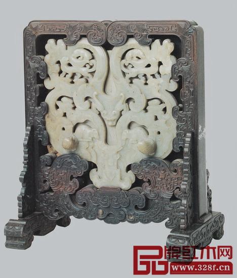 图4 紫檀嵌玉螭龙插屏(玉件上雕螭龙纹)