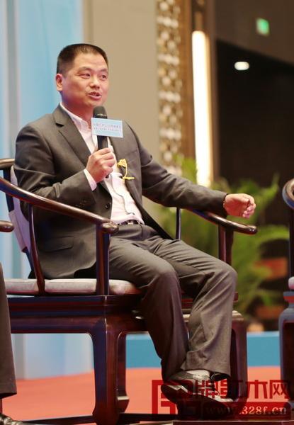 全联艺术红木家具专委会主席团主席、东阳中信红木董事长李忠信
