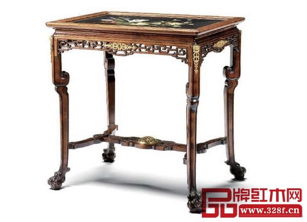 1880年,法国巴黎生产的有着中式风格的山毛榉木中央桌