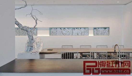 客厅的沙发,茶台,餐厅的餐桌,条几等家具,可按照极简的装修风格,搭配