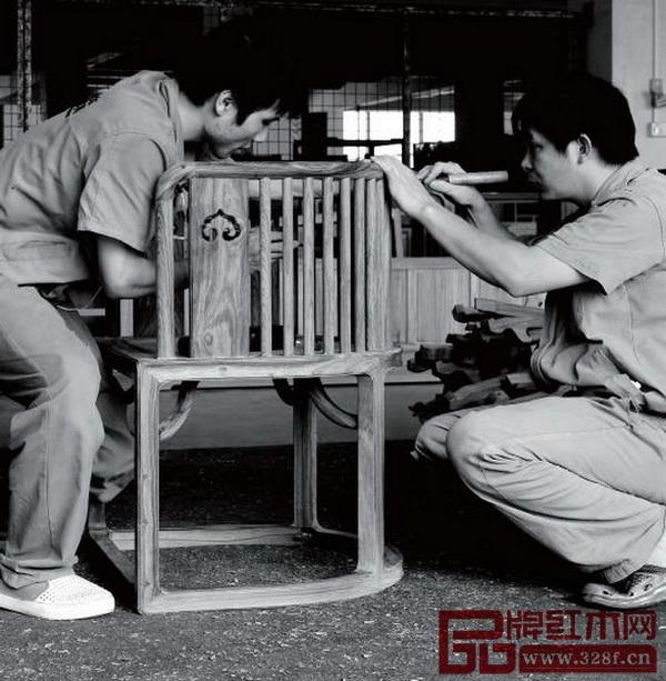 国寿椅生产流程——雕刻装饰