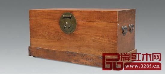 樟木箱,也叫女儿箱,曾是姑娘们出嫁必备的嫁妆