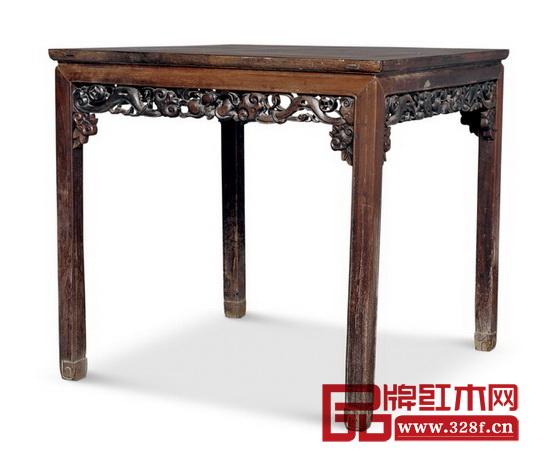 八仙桌是我国传统家具之一,也是古代贵族女子出嫁嫁妆的外房家具