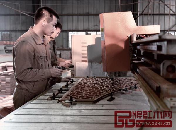 国寿红木精雕机通过现代技术让传统雕饰更加精密细腻
