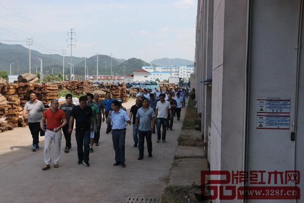 浙江省金义都市新区各级安检所一行近百人参观纯本森活工厂