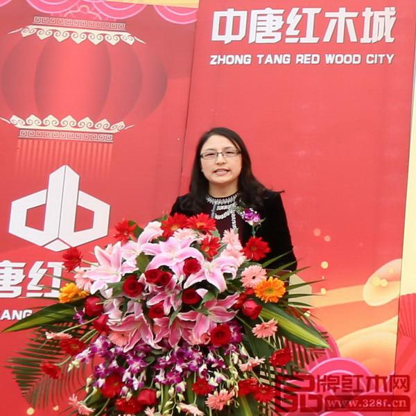 河北省家具协会会长李凤婕致辞
