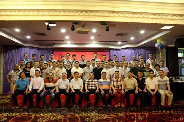广东省湖南商会红木专业委员会会员大合影