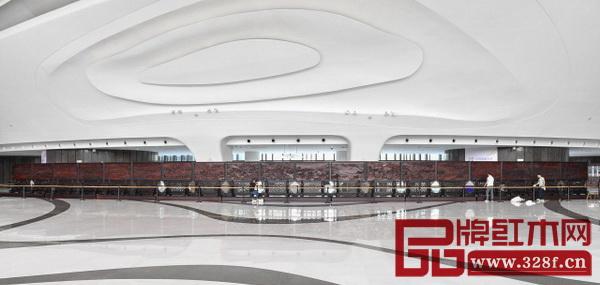 40米红木雕版《姑苏繁华图》亮相江苏大剧院