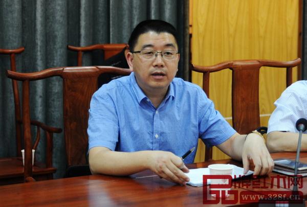 副市长胡宏立在会上做发言