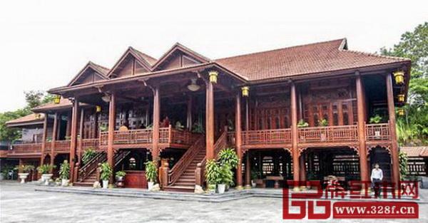 这座红木豪宅占地面积近500平方米