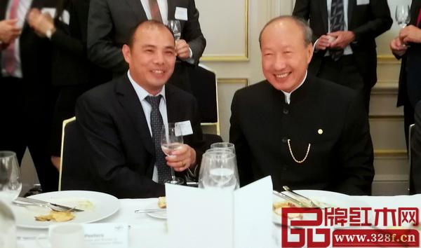 万盛宇董事长蒋桢全(左)与海航集团董事局主席陈峰(右)合影留念