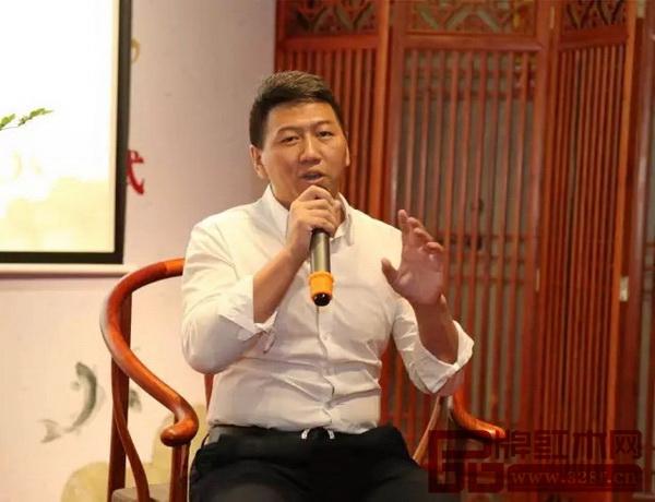 东莞市万江茶叶行业协会会长郑旭就藏茶收茶进行经验分享