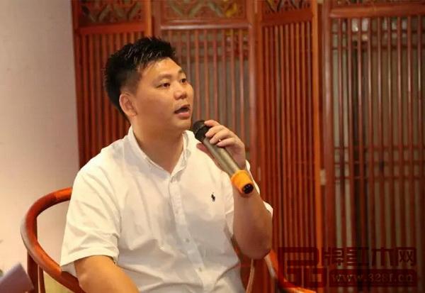 国寿红木副总经理王耀佳进行红木知识讲解