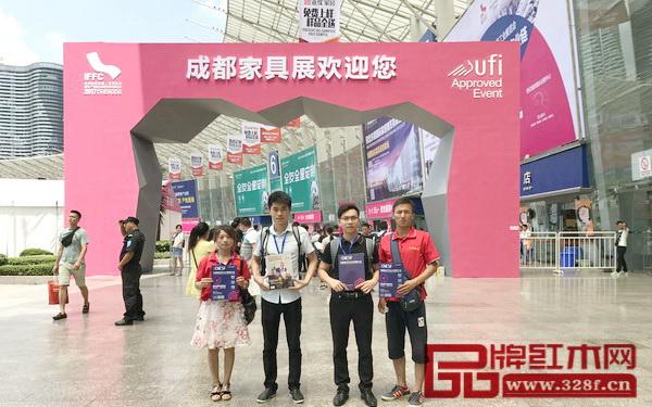 首届中国新中式红木家具大会组委会干事亮相第十八届成都家具展