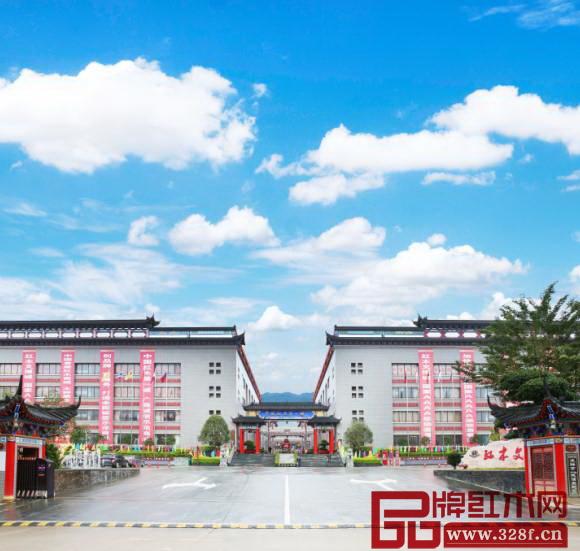 凭祥红木文博城(即中国东盟凭祥红木文化产业园)是一座以红木为特色品牌和文化主题的国家AAAA级旅游景区,为凭祥红木文化旅游的发展提供坚实有力的支撑